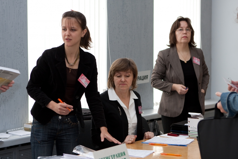 Registration of PSI participants. A.Ryabova, T.Churina, T.Nesterenko